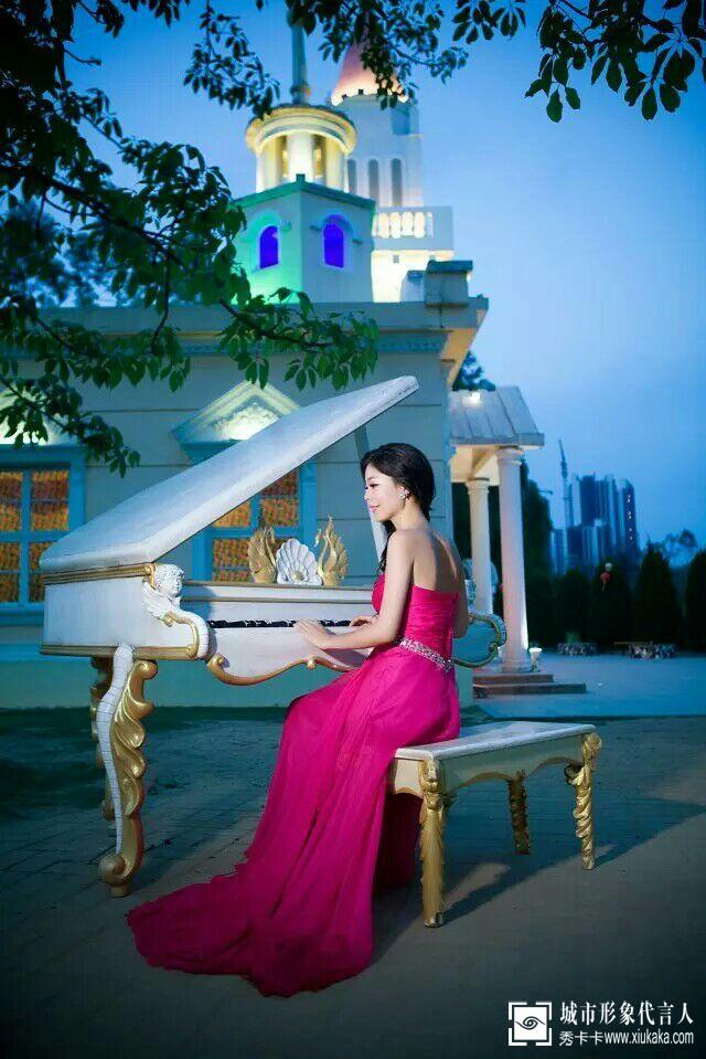 西欧式写真之古堡前的浪漫钢琴曲[王荷花]